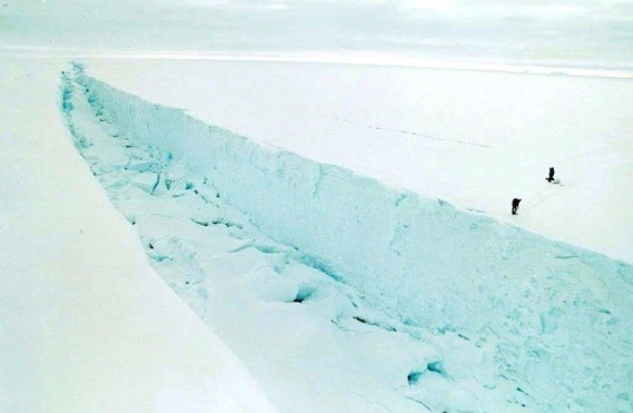 crackniceepa-1998-larsen-b-ice-shelf-antarctica-file-640_34a0a824f331493ca6f723701a5f39b1