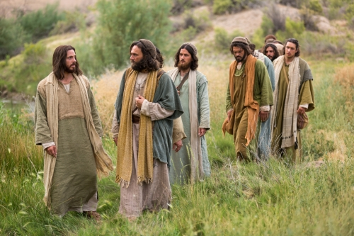 bible-films-christ-walking-disciples-1426507-print